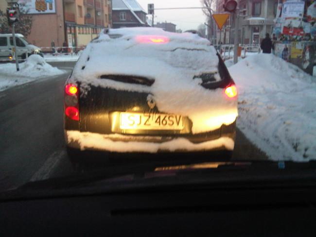 Zaśnieżone auto