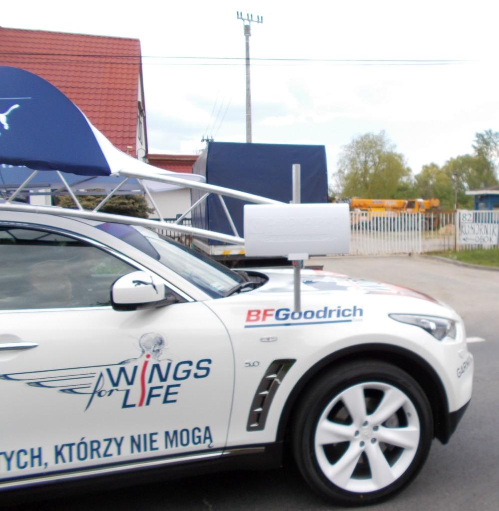 Adam Małysz w samochodzie pościgowym Wings for Life