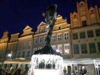 rynek poznański nocą