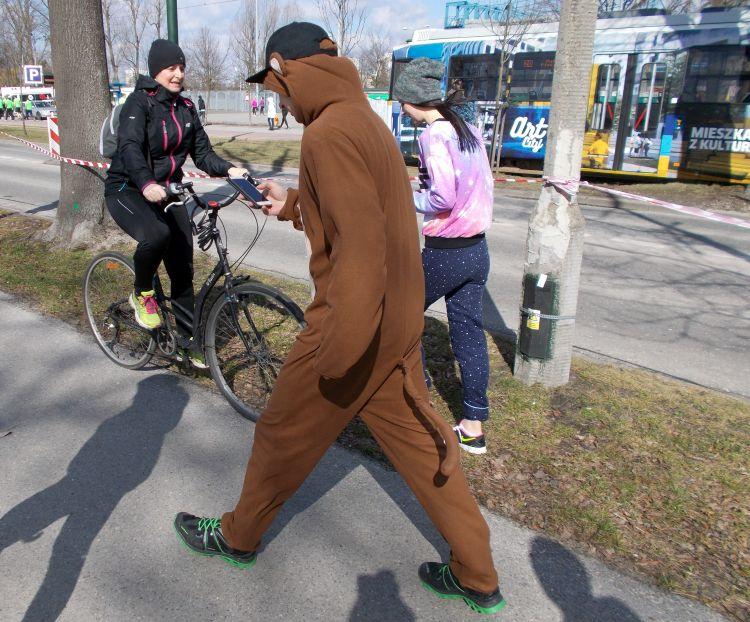 małpa z komórką Półmaraton Marzanny