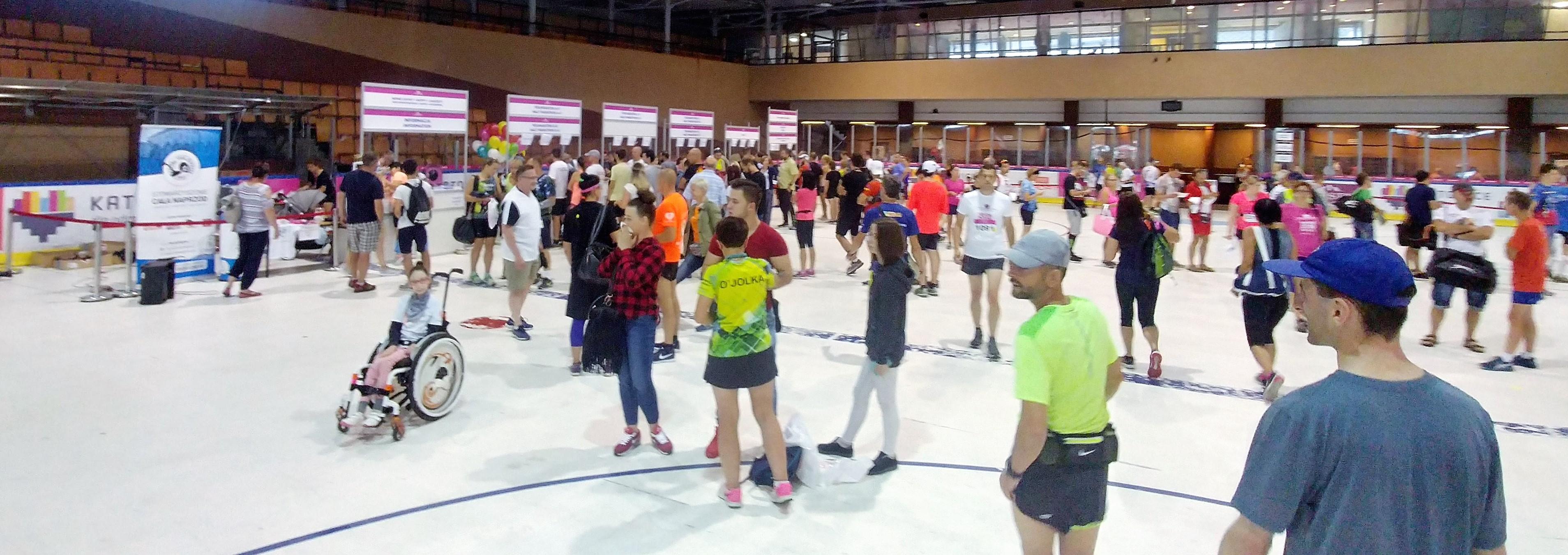 biuro zawodów płyta lodowiska Wizz air Katowice Half Marathon