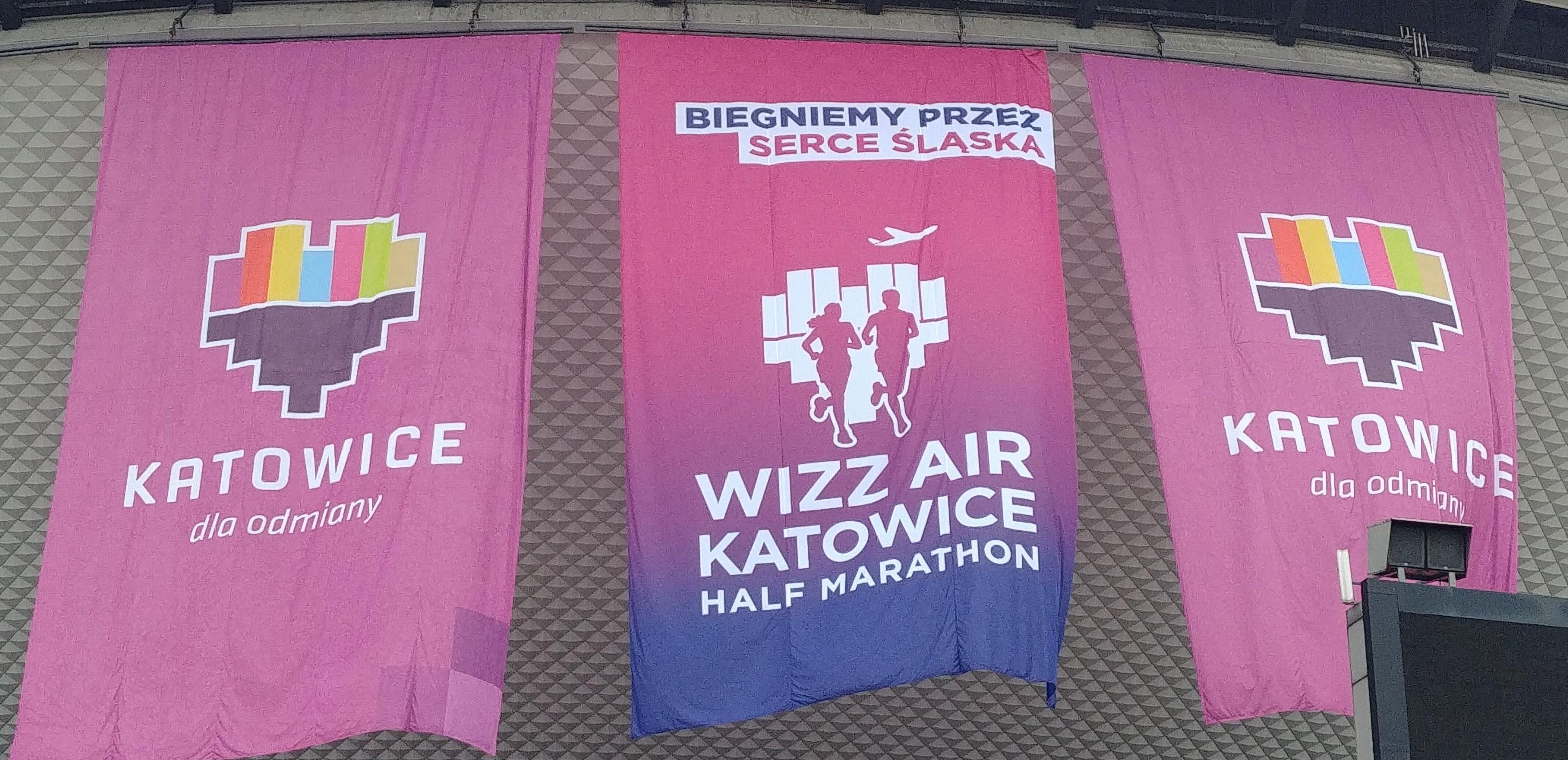 Wizz air Katowice Half Marathon - flagi i biegniemy przez serce śląska